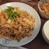 タイキッチン カオマンガイ - 料理写真:日替わりランチのパッタイと100円のサラダ。