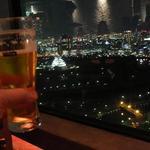 11726997 - ライトアップされた大阪城も見下ろすことができます。