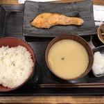 炭火焼干物定食 しんぱち食堂 - 朝銀ジャケ定食
