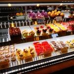 おかしのオクムラ - お店のショーケース