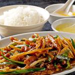 香港厨房 - 夜定食で人気の『青椒牛肉』。ビールのおつまみとしてもどうぞ