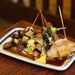 居酒屋 葉牡丹 - 創業当時から変わらぬ秘伝のタレと味、串焼盛合せ。