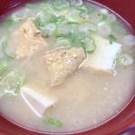一楽ラーメン - 唐揚げ定食の味噌汁(甘めの味付け)