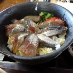 密漁船 - イワシの漬け丼@イワシ三兄弟