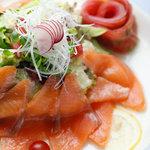 ビストロ シェカド - 生サーモンのマリネ風サラダ仕立て