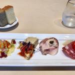 トラットリア キッコ - 前菜盛り合わせ&フォカッチャ2種類