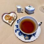 トラットリア キッコ - プチフール&ミルクティー