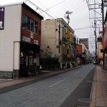 丸一そば屋 - 店舗のある通り