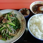 伊勢屋 - 料理写真:ニラレバ炒め定食 850円