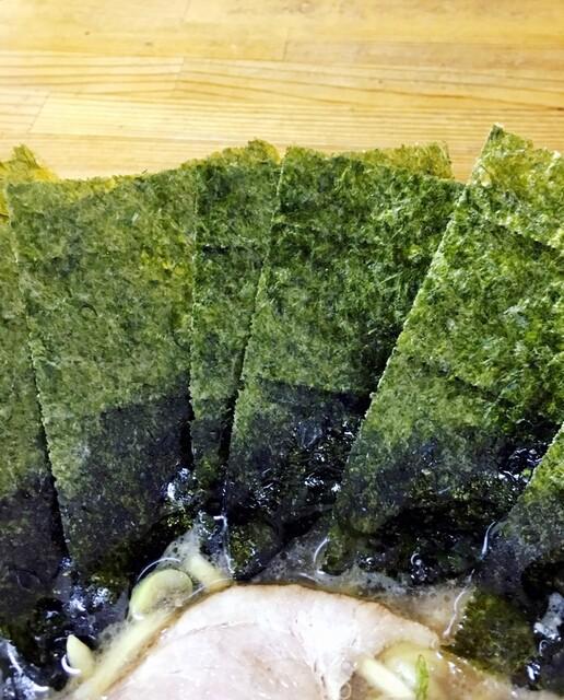 竜家 - 海苔増しは7枚100円。