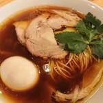 自家製麺 うろた - 醤油の純鶏そば(ネギ抜き)味玉