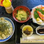 THE OLD VILLAGE - 「日替わり蓋盛り海鮮丼」(1,350円)。