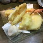 立呑み 魚椿 - 天ぷら3種は、キス、エビ、玉ねぎ