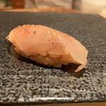 寿司 赤坂 湊 - オナガ鯛の昆布〆