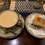 喫茶 美術館 - カフェ・オ・レ、ラム酒のケーキ