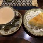 喫茶 美術館 - カフェ・オ・レ、チーズケーキ