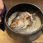 117318488 - 真鯛の炊き込みご飯。迫力ある真鯛の炊き込みご飯。