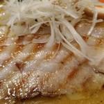 117320386 - 炙った豚バラ肉が3枚