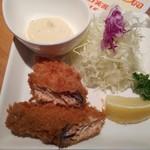 瞬彩 - 本日のおすすめメニューから秋鮭のフライ498円