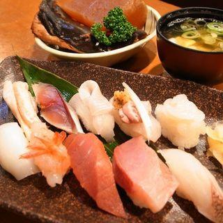 富山湾鮨も提供しております