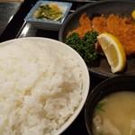 とんかつ太郎 - 料理写真:とんかつ定食 950円     ライス特盛+100円