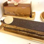 117339065 - オペラ。名古屋高島屋限定ときたから買うしかない。ほろ苦いコーヒー感の中に、チョコのガナッシュの甘さのアクセント!しっとり系なオペラ