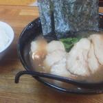麺唐 - 料理写真:チャーシューメン(970円)と半ライス(150円)
