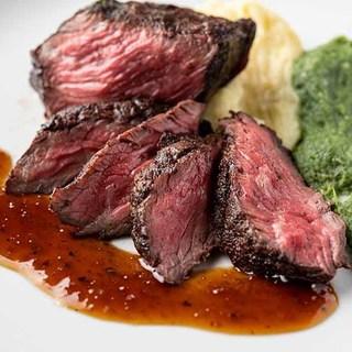 国産牛『熟成肉』の炉端焼きはワインとの相性も抜群です。