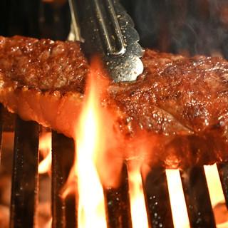薪と炭で焼き上げるステーキに、おもてなしの心を添えてご提供