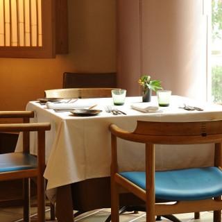 日本料理店のような、風情溢れる上質空間でお食事を…