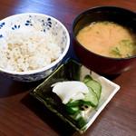 山かつ - 麦ご飯と豚汁と漬物