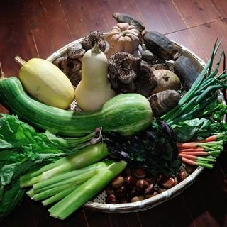 80種類ものお野菜を使用。旬を映す多彩なお野菜を堪能できる