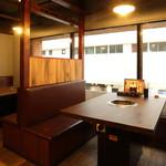 焼肉 蔵の吉ホルモン - テーブル席2