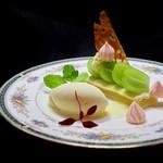 ランコントル - 料理写真:シャインマスカットのタルト