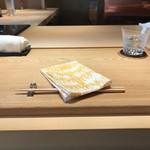 117371524 - お寿司屋さんのようなカウンター。広々としており雰囲気がよい