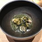 117371526 - 牡蠣を塩味の強い岩海苔とバターで香ばしくクリーミーに仕上げた一品