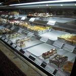 11738601 - ケーキ陳列・・夜の訪問の為売切れもありましたが結構種類多いです♪