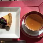 ブルーベリーフレンドファーム プチカフェ - 料理写真:☆ブルーベリーチーズタルトと有機栽培紅茶(ダージリン)