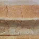 117384718 - 生クリーム入り食パン 1本(2斤分)800円                 とても しっとり甘く感じる食パンです。