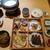 とうふ料理 吉座 - 料理写真:[料理] 鰹たたきと舞茸の吉座弁当 セット 全景♪W (味噌汁椀の蓋を取った所)