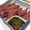 焼肉のまる金 - 料理写真:ハツ刺し・ニンニク醤油で