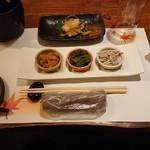 Ryoutei - 先付三種(下)と小鉢(上)