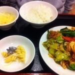 珍味館 - 豚肉とキャベツの味噌炒め 850円