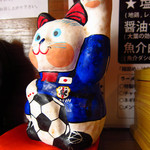 らーめんstyle JUNK STORY - 店内にあった猫がサッカーをする置物
