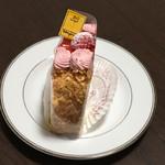 117390225 - 苺のロールケーキ