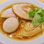 自家製麺 うろた - 醤油の純鶏ソバ+味玉