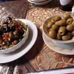 アランダルース - オリーブとサラダ
