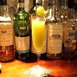 バー・バーンズ - 山梨県産のシャインマスカットとシャンパンのカクテル