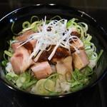 麺飯食堂 三羽鴉 - 炙りチャーシュー丼
