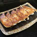 麺飯食堂 三羽鴉 - 焼餃子